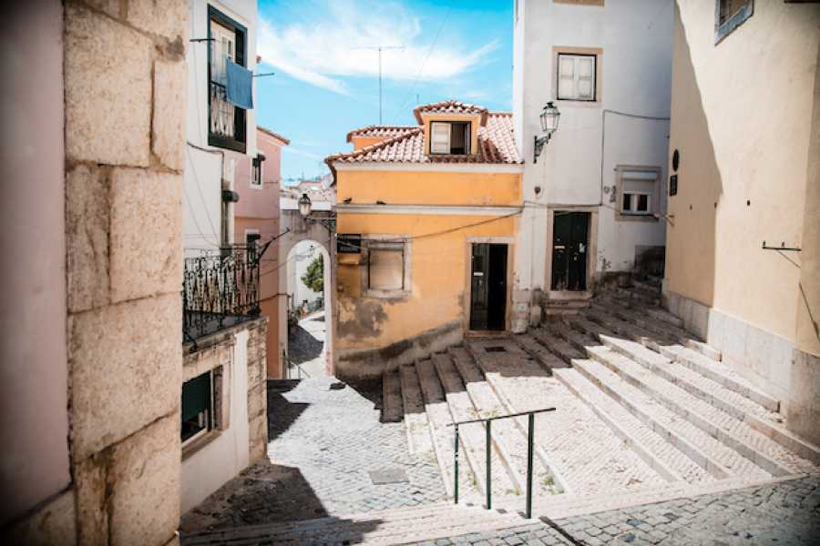 The Rogue Historians Alfama Walking Tour: Semi Private