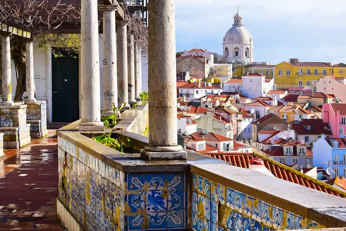 SANDEMANs NEW Lisbon Tours Tour del Barrio de Alfama de Lisboa
