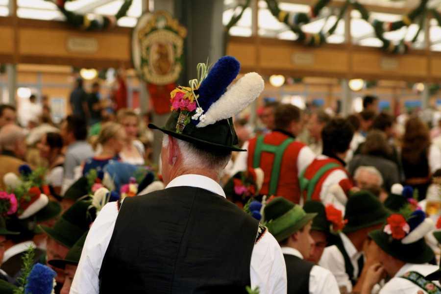 Bus2Alps AG Oktoberfest CAMPING