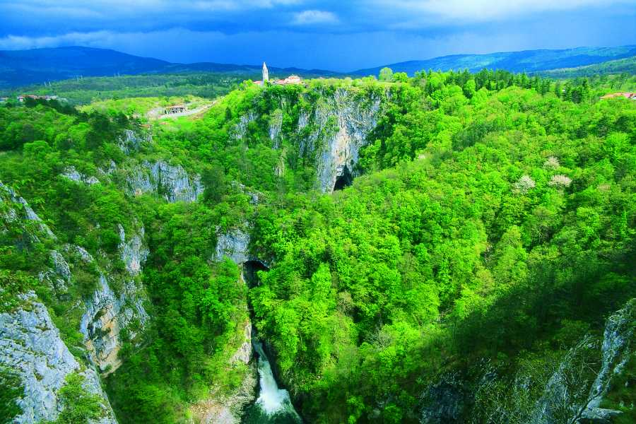 ToDoInSlovenia, brand of Kompas d.d. Škocjan Caves & Lipica Stud Farm - Secrets of Unesco Heritage