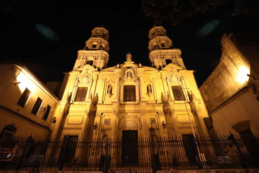 www.buenosairestouring.com PRIVATE TOUR OF BUENOS AIRES BY NIGHT