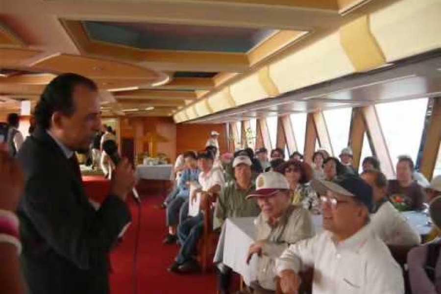 EMO TOURS EGYPT Cena en Crucero por El Nilo en El Cairo Con El Baile de Vientre