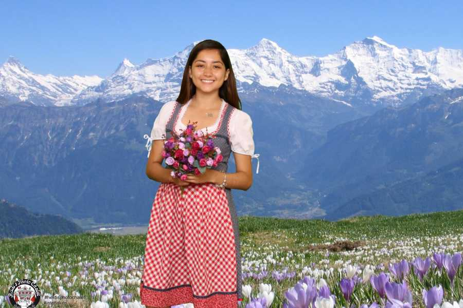 Heidi's Photo Chalet Swiss traditional photos - get your unique souvenir