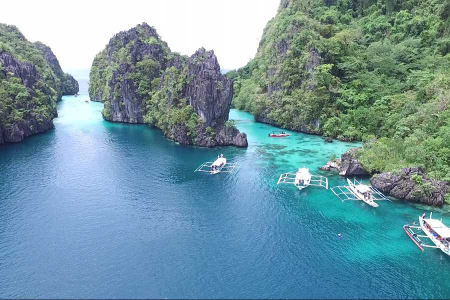 "Philippine Island Cruise Corp ""SEADUCTION""快艇团体旅游"