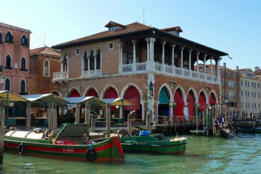 Venice Tours srl Grand Canal by gondola and the secret Venice (SKIP THE LINE)