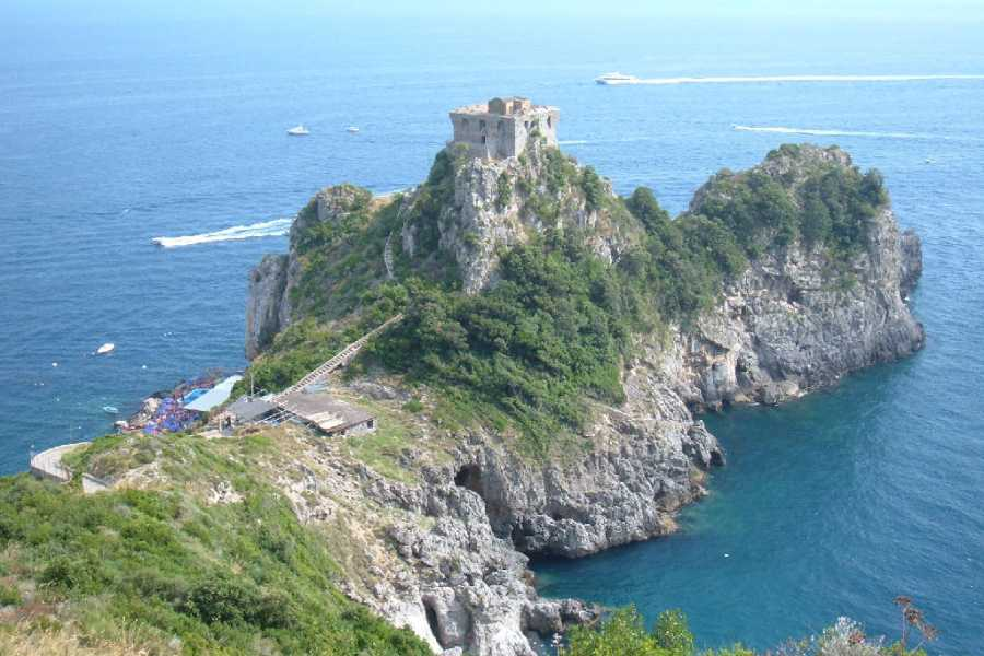 HP Travel Amalfi Coast Day Trip by Bus from Naples