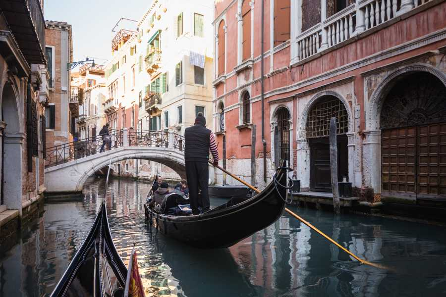 Venice Tours srl Heart of Venice - Saving combo 12: Doge Palace+ Golden Basilica+ Grand Canal by gondola + Saint Mark and Rialto Self guided tour