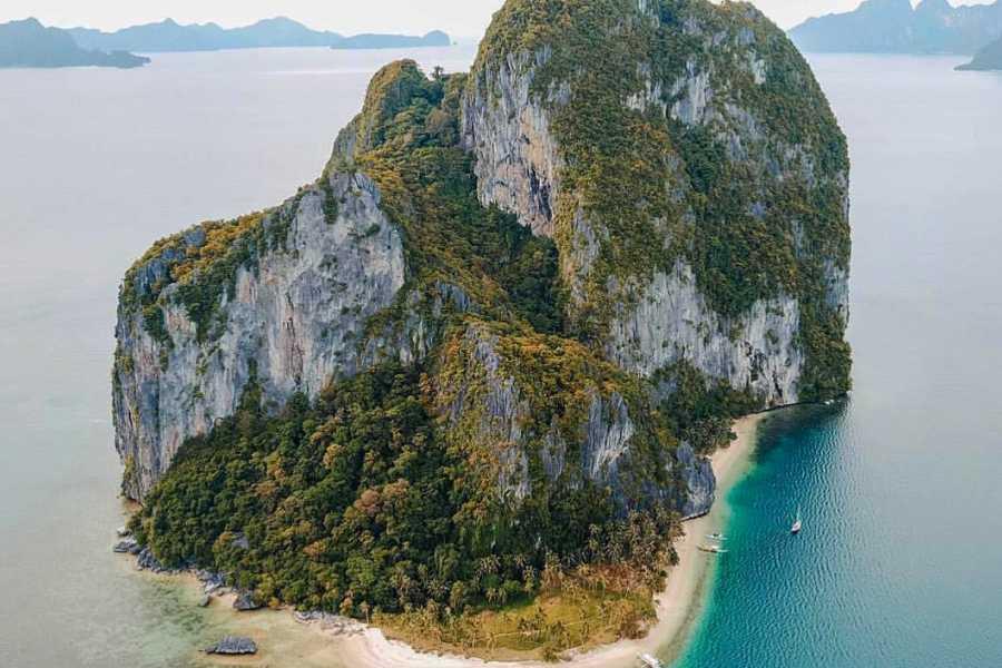"Philippine Island Cruise Corp 私人""SEACRET""双体船租赁 全天费用"