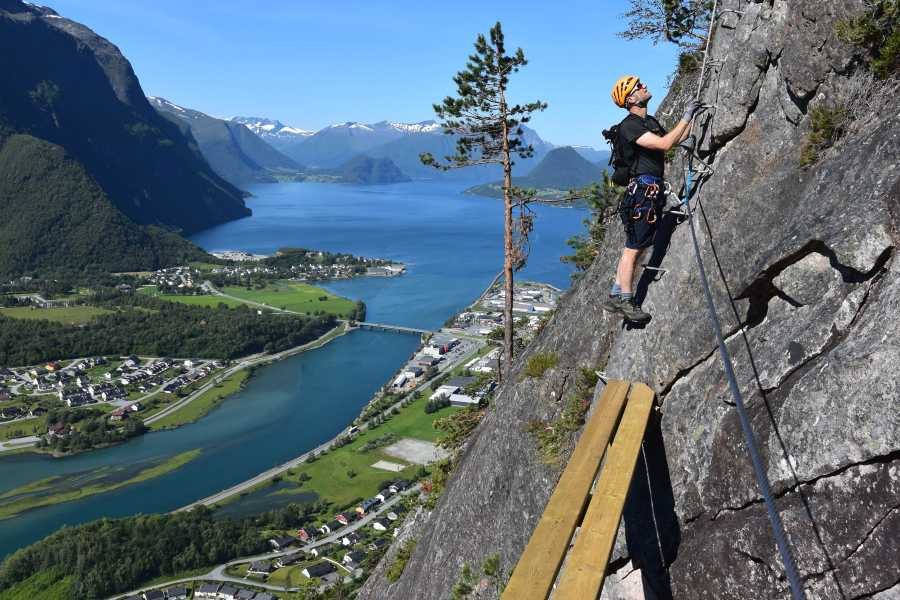 Norsk Tindesenter Guided tour: Romsdalsstigen sunset Introwall (4-5 hrs)