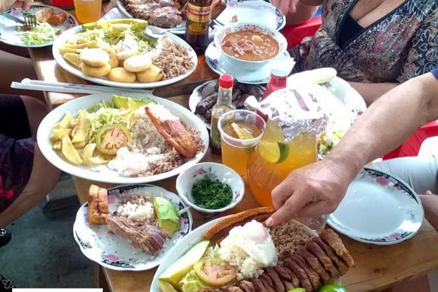 Medellin City Tours TOUR COMPARTIDO DE GASTRONOMÍA TRADICIONAL
