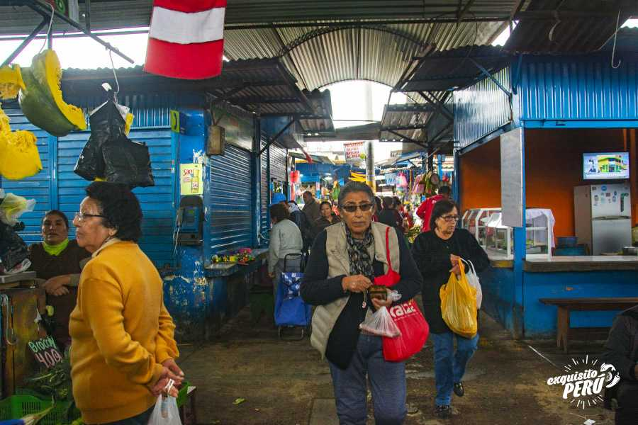 Exquisito Perú Tour al mercado y clase de cocina con Chef Pía