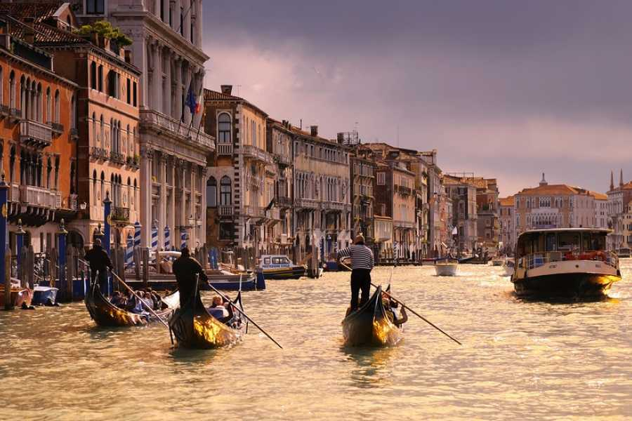 Venice Tours srl SPECIAL OFFER! COMBO TOUR - Walking Tour of Venice + Gondola Ride.E