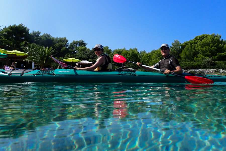 Aktivni Odmor PRIVATE Sea kayaking from Hvar + light lunch