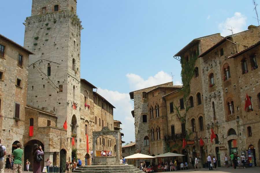 ACCORD Italy Smart Tours & Experiences PRIVATE TYPICAL CHIANTI VILLAGES, SAN GIMIGNANO & WINE ROADS WITH WINE TASTING AND LIGHT LUNCH