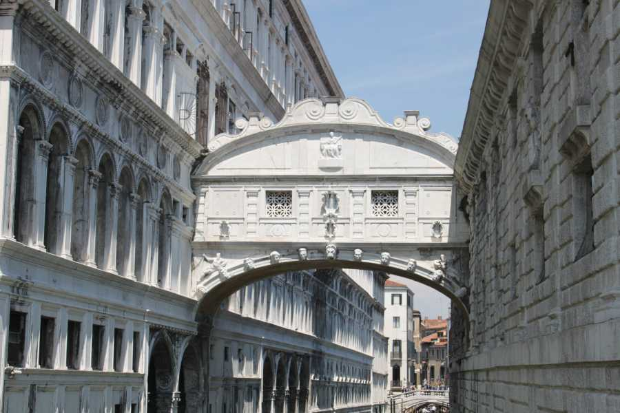 Venice Tours srl San Marco Doge's Palace Skip the line and Guide book.E-GYG