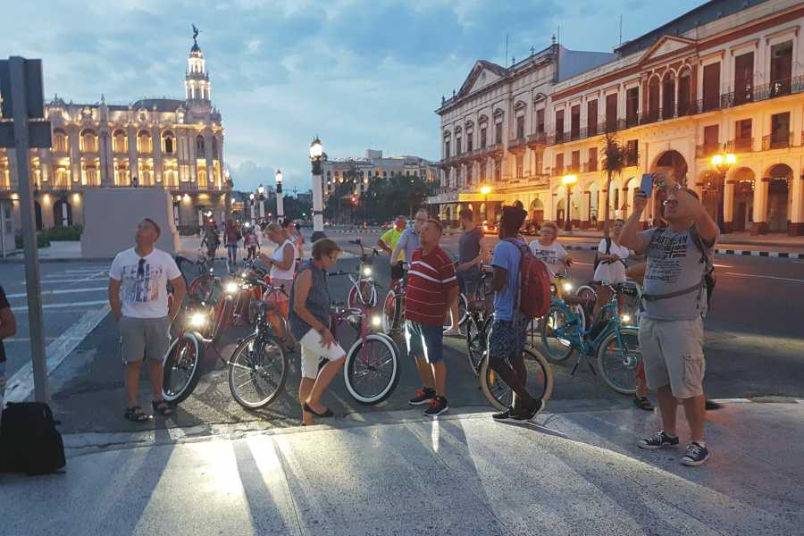 Cubyke Travel The bay of Havana by night - PRIVATE
