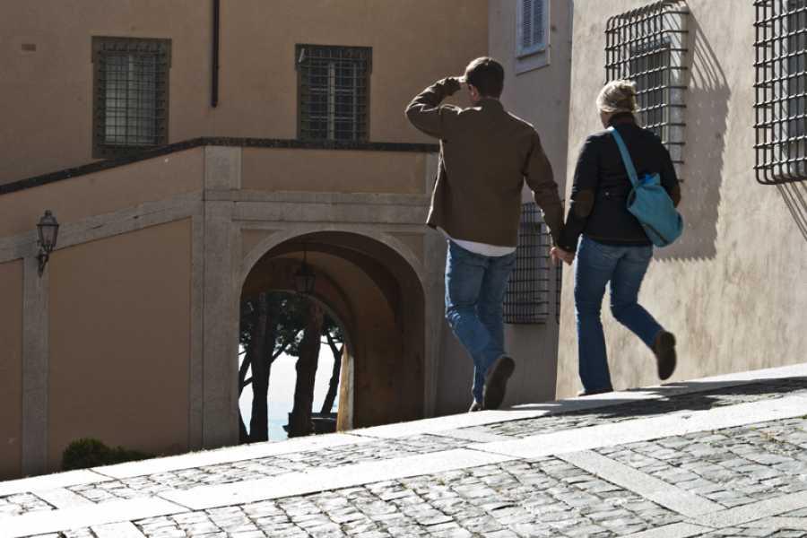 Graffiti Sotto la Lente Tour dei due laghi, in viaggio tra sapori e profumi dei Castelli Romani