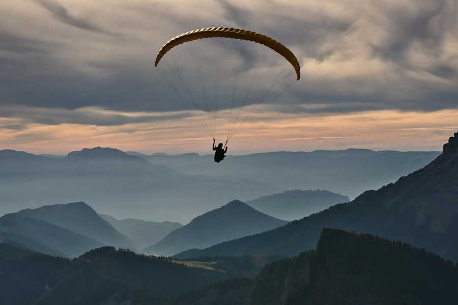 Blue Tribe Paragliding - The Swiss Classic