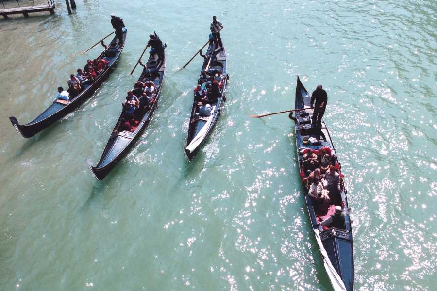 Venice Tours srl Gondola Serenade - Grand Canal and minor canals!