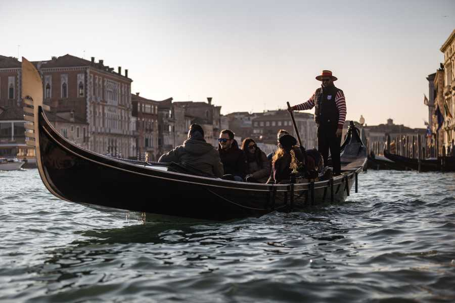 Venice Tours srl Grand Canal Gondola ride with romantic serenade and dinner!