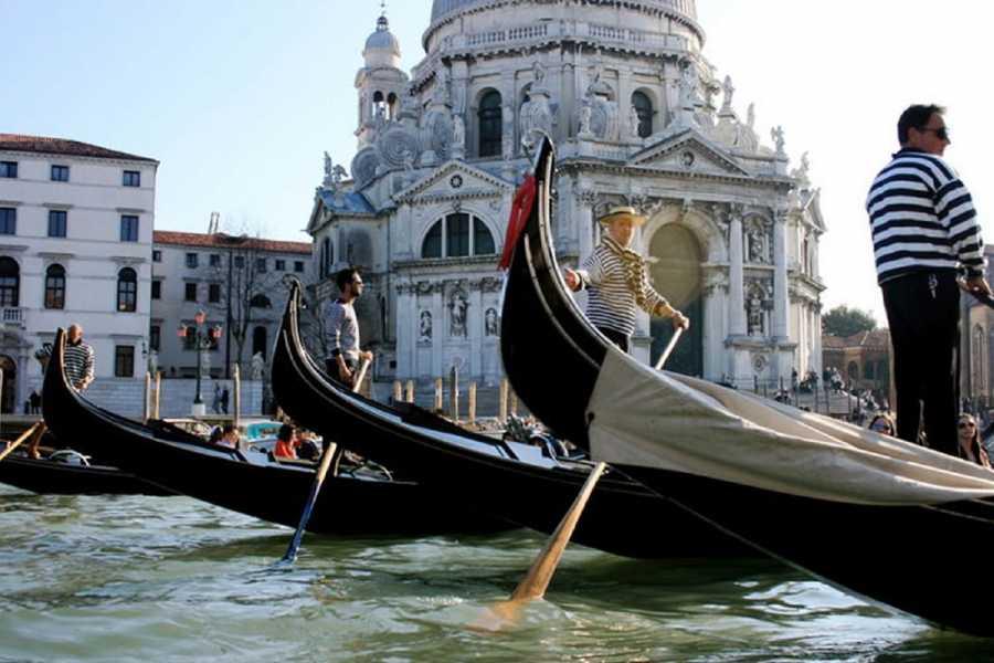 Venice Tours srl CHARMING GONDOLA AND MAGIC GLASS