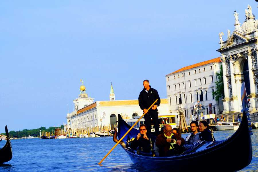 Venice Tours srl Afternoon in Venice - Afternoon Doge's Palace (skip the line) + discover Venice and gondola ride (skip the line) and entrance ticket to old royal Palace!