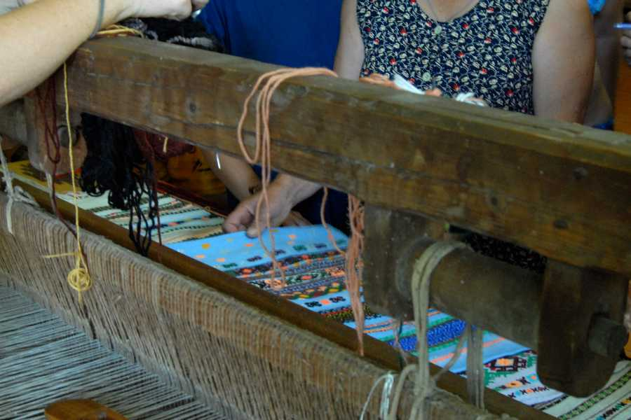 Aventour Weaving Craft Tour in Sheshory and Kosmach