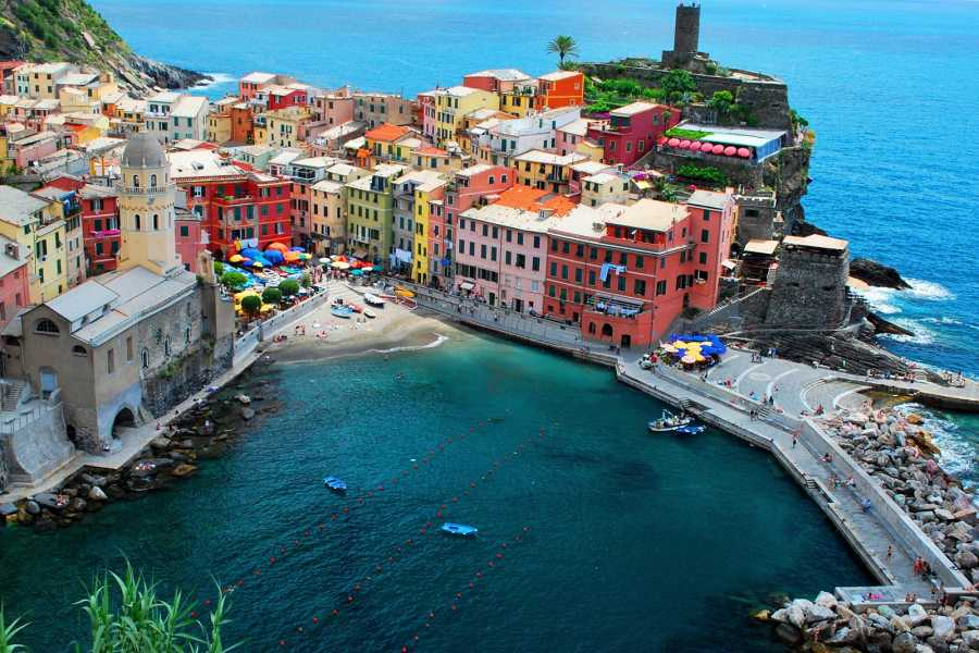 ACCORD Italy Smart Tours & Experiences CINQUE TERRE DISCOVERY & VINEYARDS ESCAPES with Seafood Lunch– IN MINIVAN