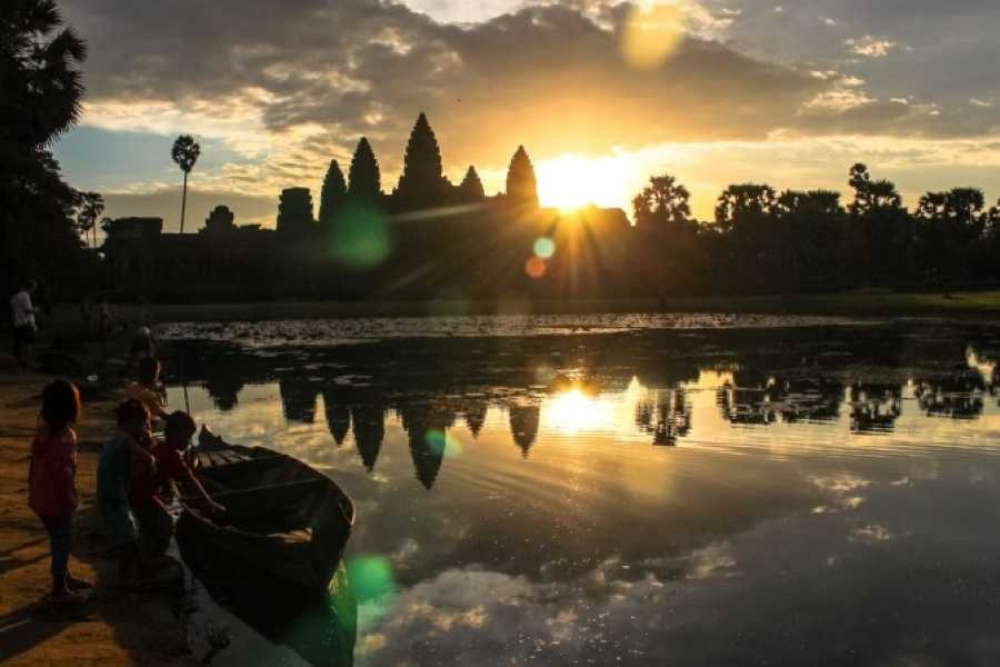 Walkbout International LLC Culture & History - Cambodia: SIEM REAP AMAZING TEMPLE TOUR 2DAY 1NIGHT