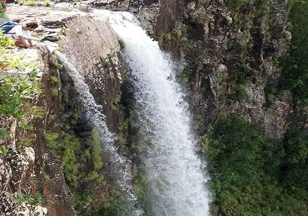 Hiking in Mauritius - Alexandra Falls