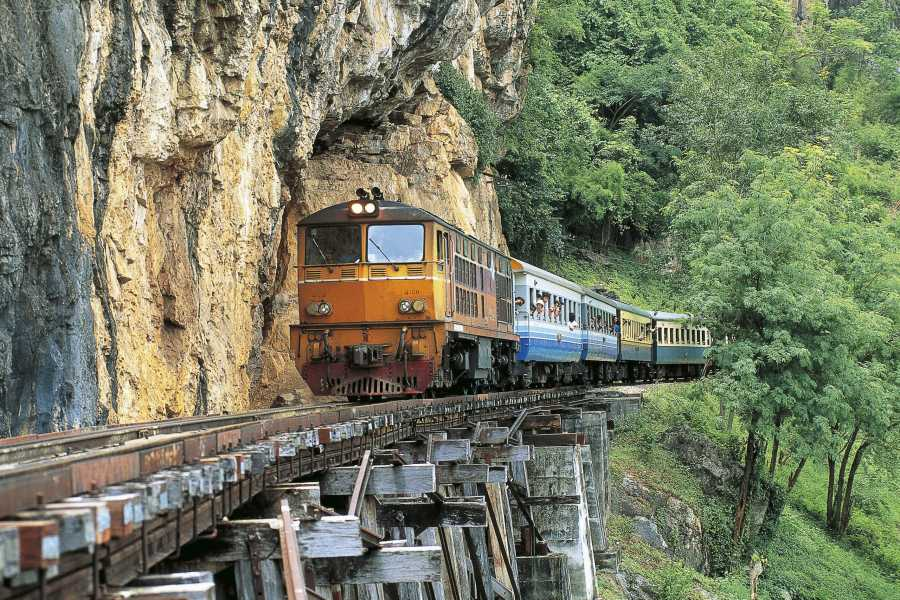 AMICI MIEI PHUKET TRAVEL AGENCY KANCHANABURI: 2 DAYS ON THE KWAI RIVER BETWEEN MARKETS, DEATH RAILWAY AND ELEPHANTS (AM220)