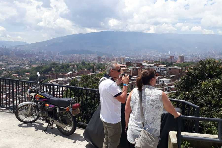Medellin City Services Gold pack PE tour with C13, barrio PE, museum, memory house and Guatape (16 hrs)