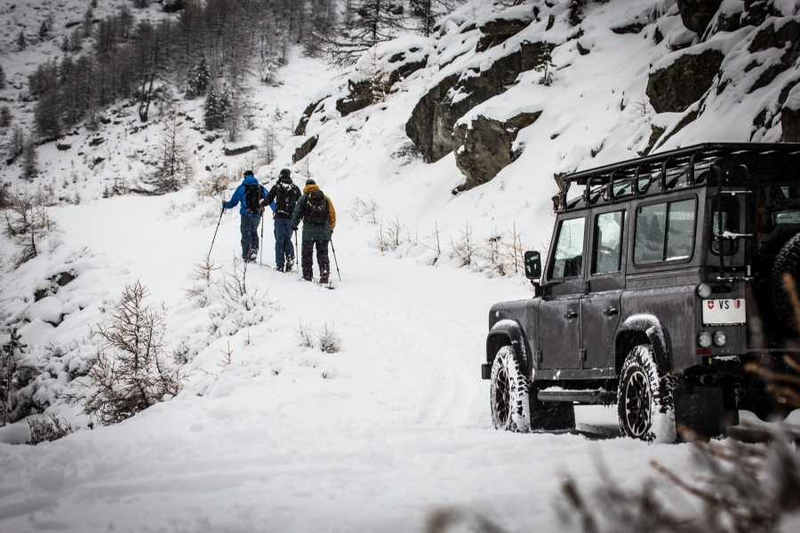 Saas-Fee Guides Land Rover Snow Excursion