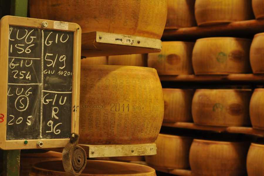 Parma Point Esperienza al sapore di ... Parmigiano Reggiano