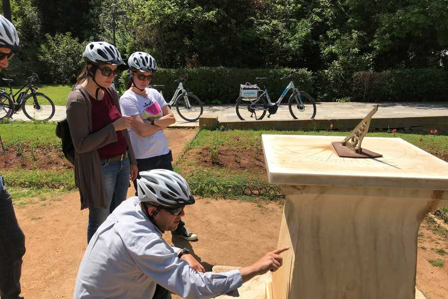 Grekaddict Athens City Sights and Flavors e-bike Tour