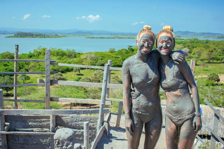 "Backpackers 2. Galerazamba Tour: Mud Volcano, Saltworks ""Pink Sea"" & India Catalina Monument"