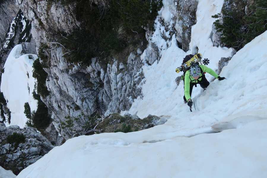 Turistično društvo in Center gorskega vodništva Slovenska smer v Severni triglavski steni, zimski vzpon