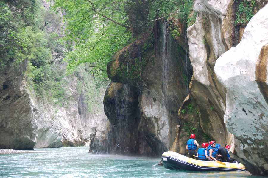 Grekaddict Rafting in the Araxthos River in Tzoumerka