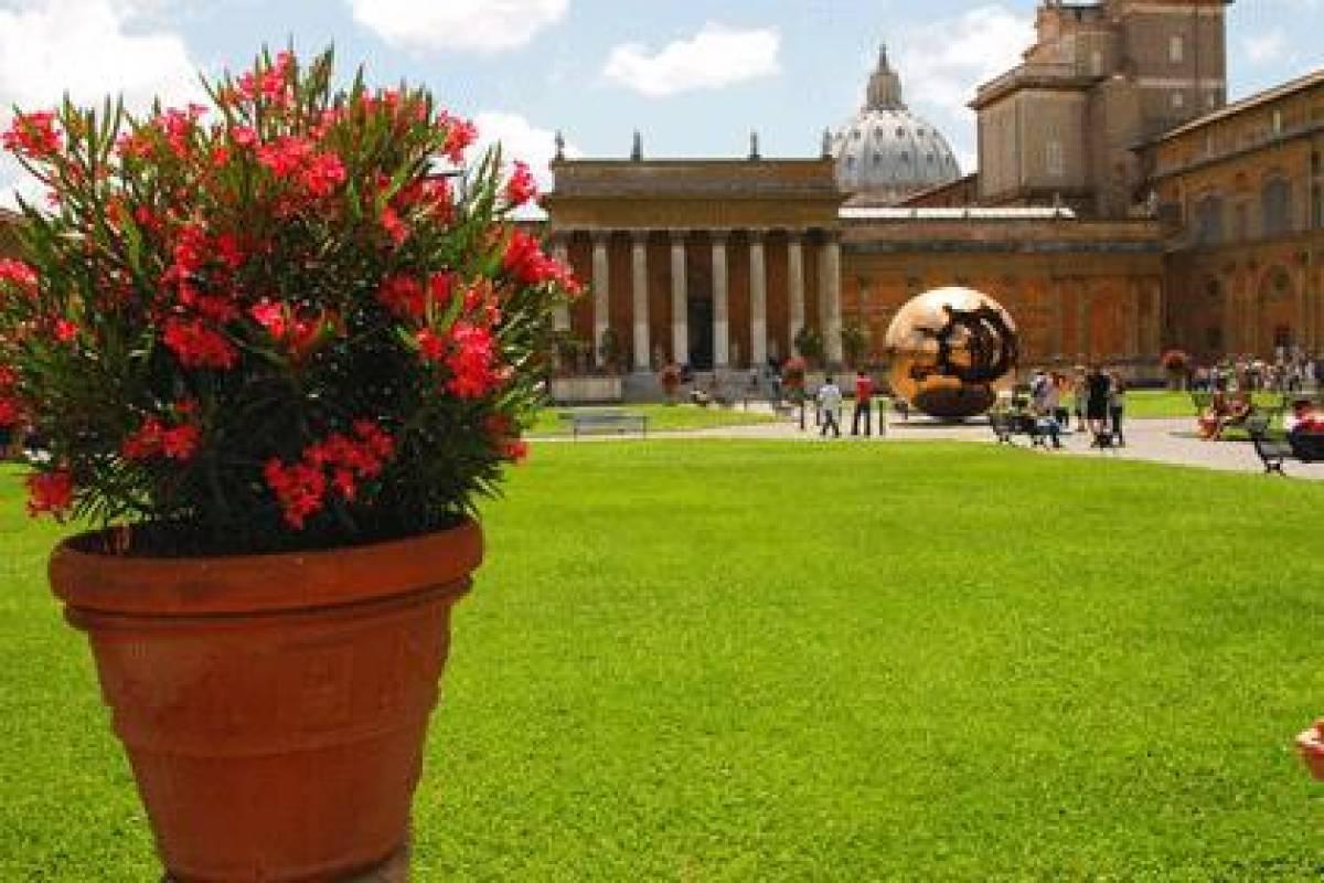 Italy on a Budget tours THE VATICAN & SISTINE CHAPEL TOUR - walking tour
