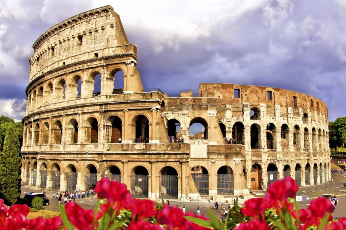 Italy on a Budget tours THE COLOSSEUM & ROMAN FORUM - walking tour