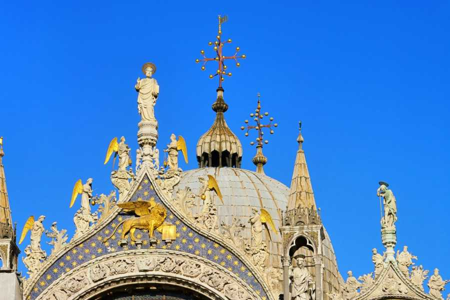 Venice Tours srl Combo tour: Grand Canal Gondola Ride (Skip the line) + The Golden Basilica (Skip the line)