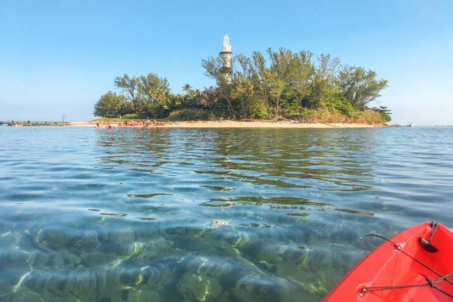 Tours y Tickets Operador Turístico Kayak hacia La Isla de Sacrificios