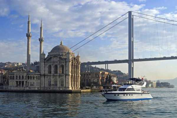 2 hour Deluxe Bosphorus Cruise by Private Yacht