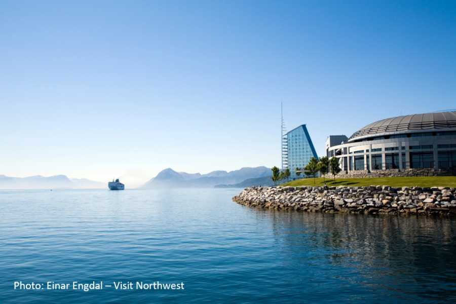 Travel like the locals (Møre og Romsdal) The Atlantic Road, Molde & Ålesund (one way)