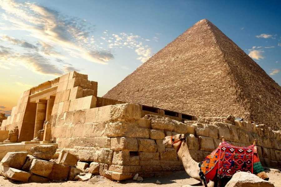 Deluxe Travel Private Tour to Giza Pyramids Coptic Cairo
