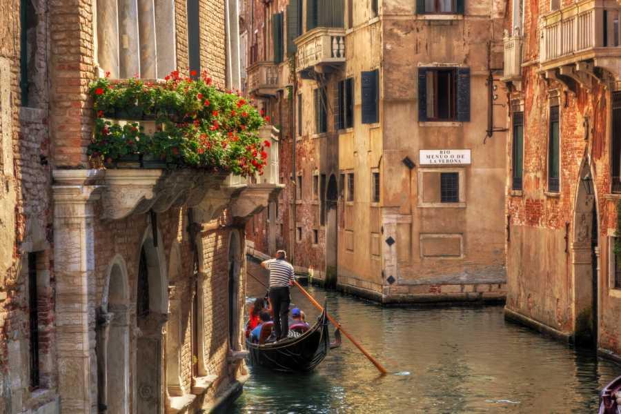 Venice Tours srl Enamorarse en Venecia – Viaje en góndola para parejas
