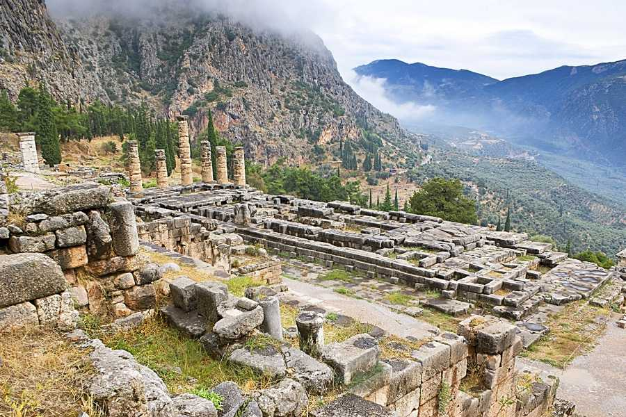 Visit Meteora Delphi Full Day Tour from Athens