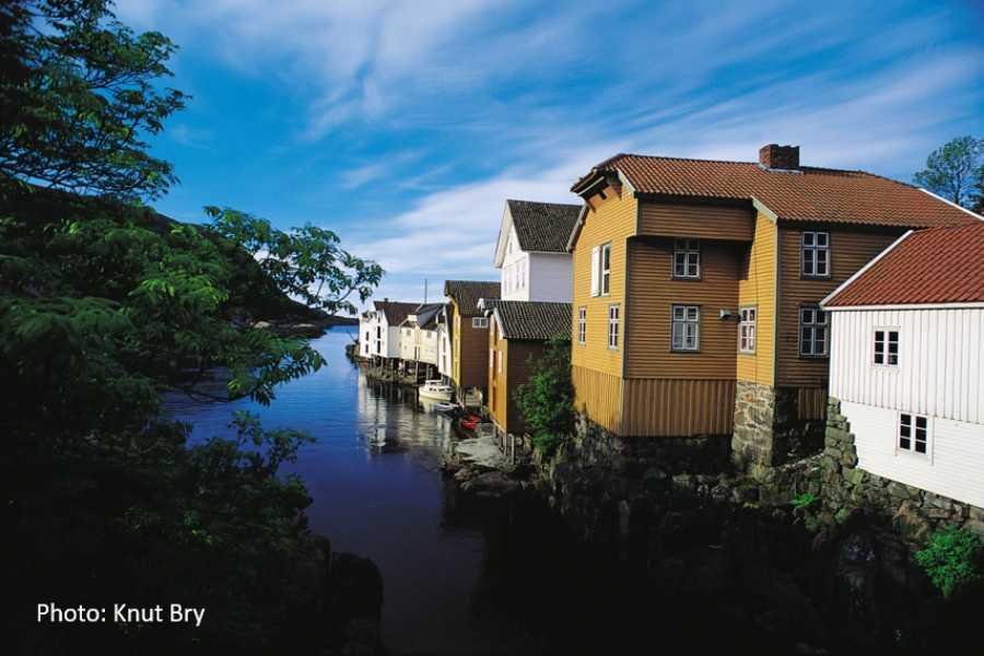 Travel like the locals Idyllic Sogndalstrand (one way)