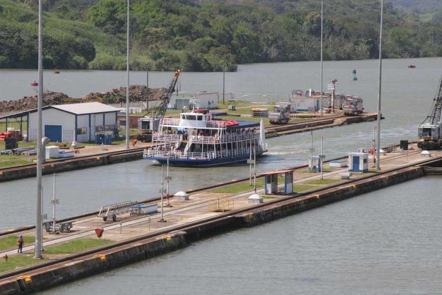 Aventuras 2000 NAPF - TRÁNSITO PARCIAL POR EL CANAL DE PANAMÁ