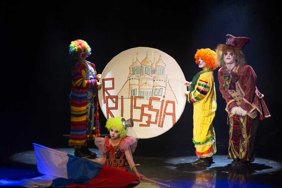 """Promhotels Riccione Spettacolo Teatrale """"Senza Fili"""""""
